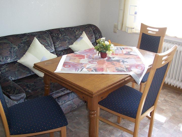 Der gemütliche Wohnraum in unserem Appartement 1 auf dem Hof Kilbe in Bad Berleburg