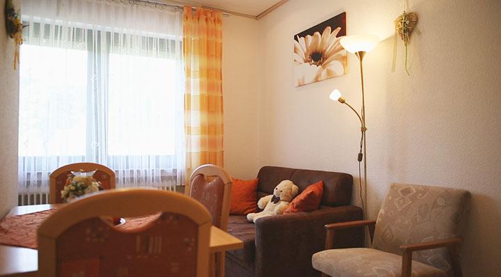 Der gemütliche Wohnraum in unserem Appartement 3 auf dem Hof Kilbe