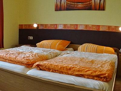 Die großzügigen Gästezimmer auf dem Hof Kilbe in Bad Berleburg laden zum Entspannen ein