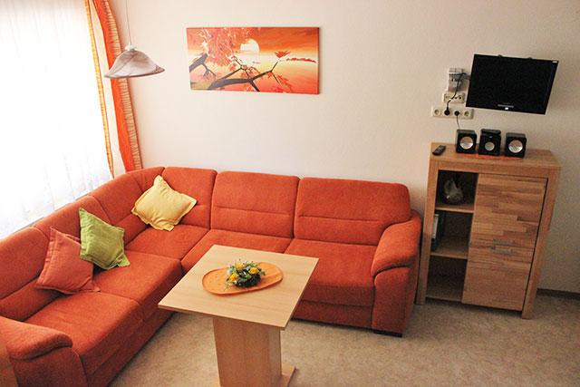 Sofaecke in unserer modernen Ferienwohnung auf dem Hof Kilbe in Bad Berleburg