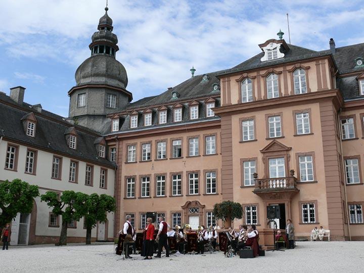 Erkunden Sie das nahegelegene Schloss Berleburg